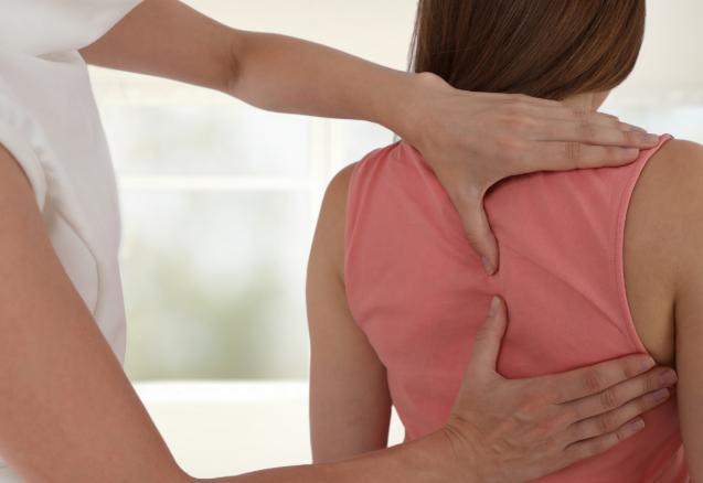 Mal de dos : l'ostéopathie plutôt que les médicaments !